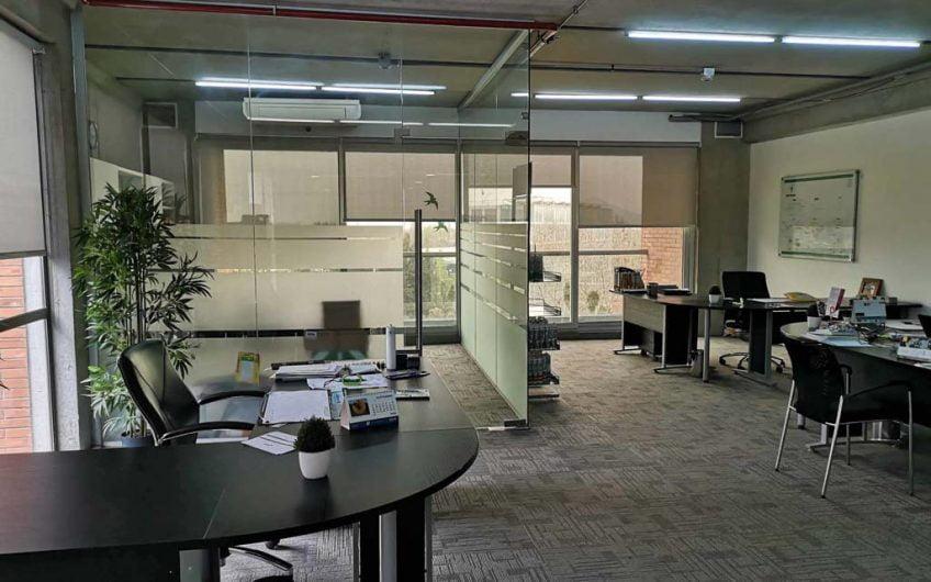 Moderna Oficina en Arriendo 96 m2 | Ciudad Empresarial | Santiago